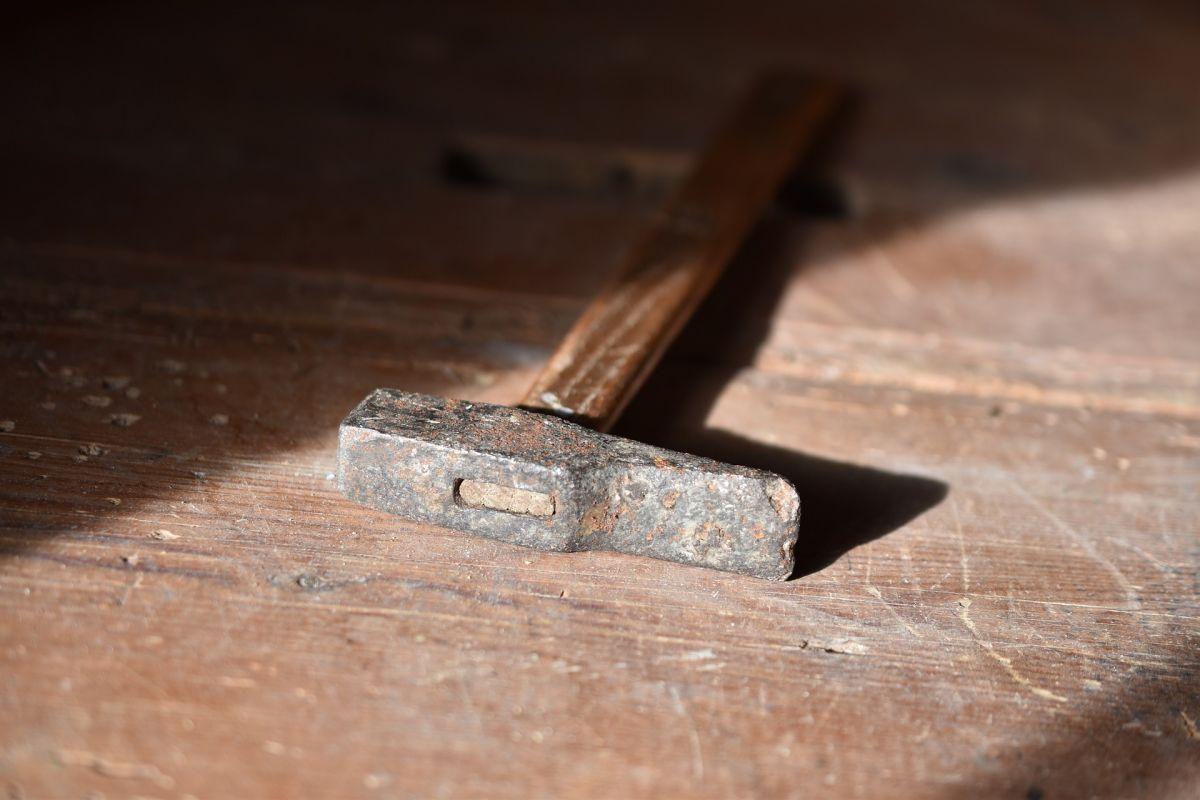 hammer-3987550_1920