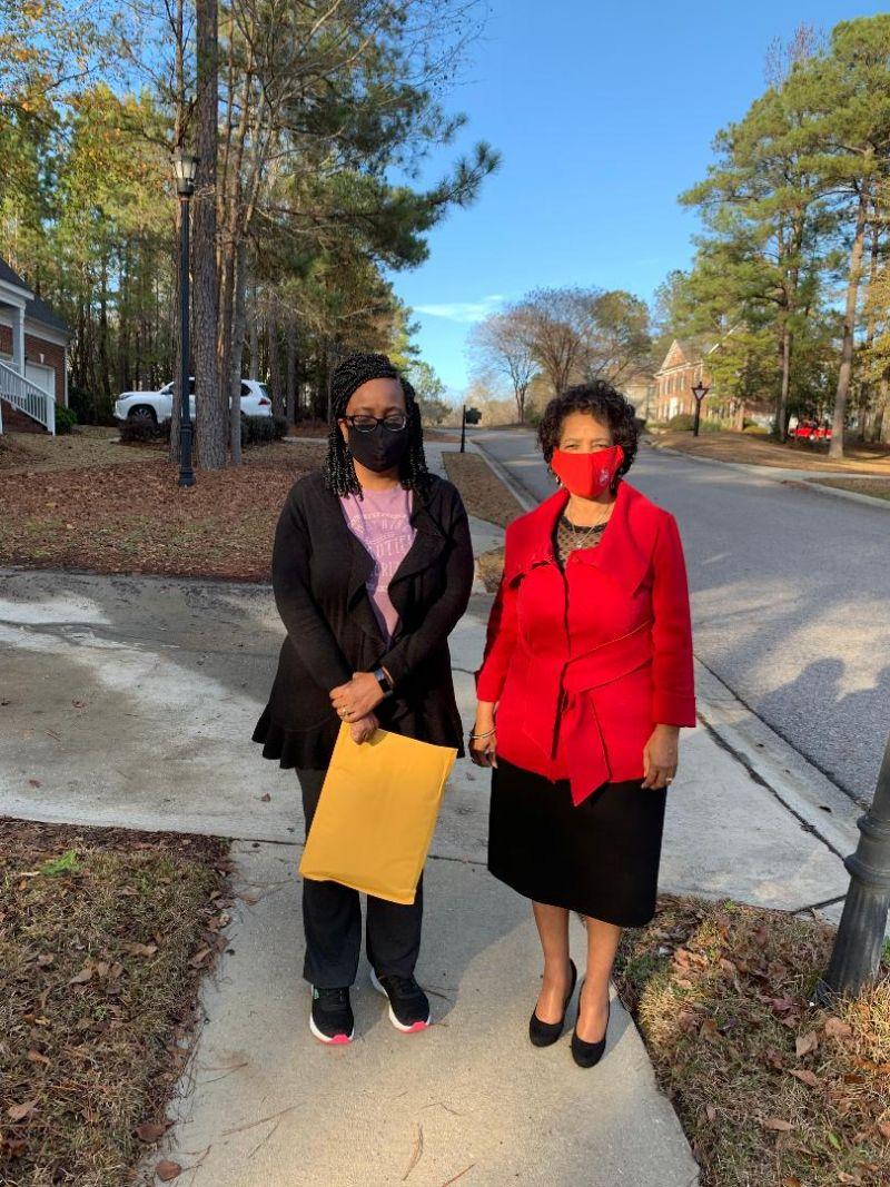 Sandra and sister Kim