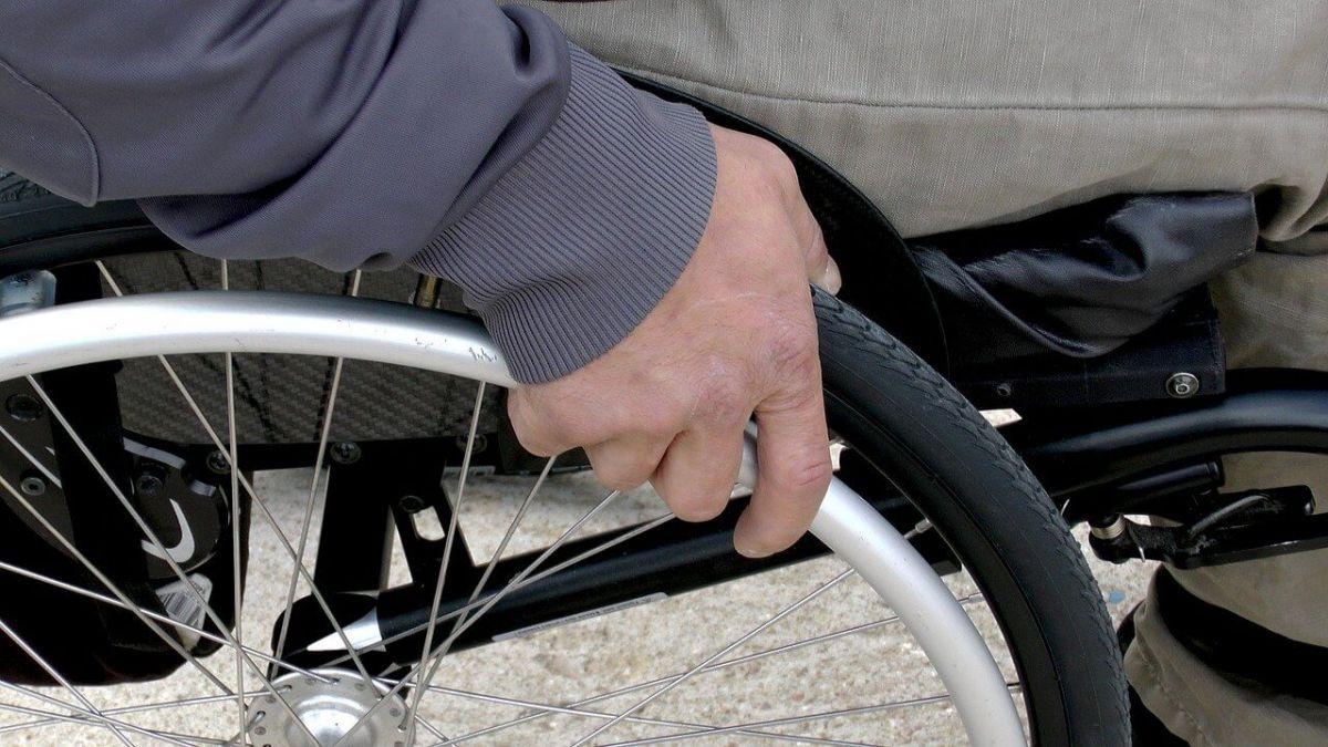 wheelchair-1230101_1280 (1)